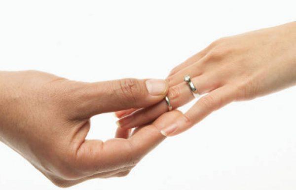 טבעת אירוסין – עם או בלי יהלום?
